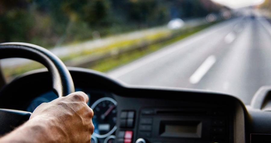 Transporte de carga: descubra quais hábitos adotados pelo motorista são causas de acidentes de caminhão